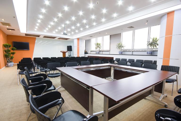 Milsclean-Büroreinigung-Besprechungsraum