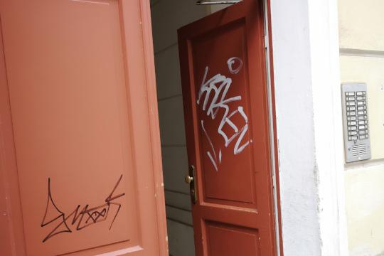 Eigangstür mit dem Graffitti